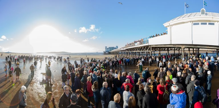 Pages-of-the-Sea-beach-crowd-image.picture-credit-Paul-Blakemore